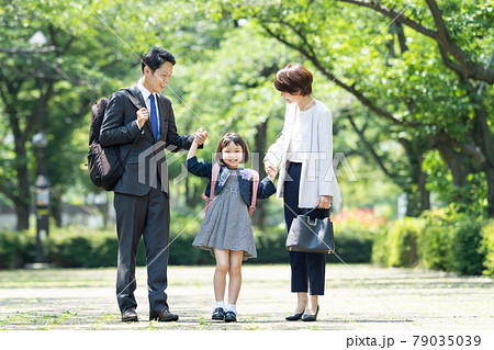 親子 入学式 ファミリーイメージ 79035039