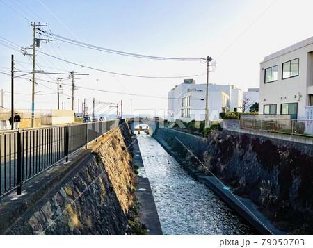 神奈川県 七里ヶ浜駅近くの行合川 79050703
