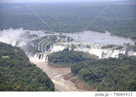 イグアスの滝(ブラジル、アルゼンチン) 79065415