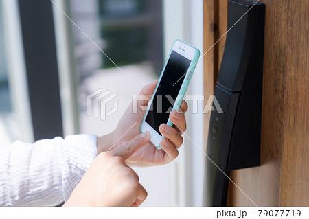 玄関 ドア スマートロック スマホ 79077719