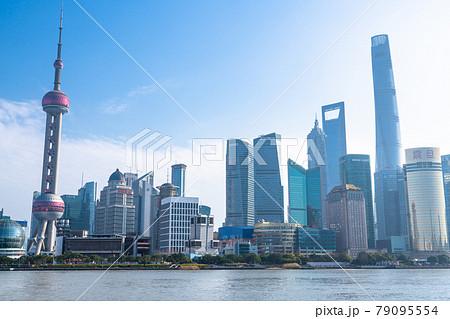 《上海》上海の摩天楼・朝の外灘の眺め 79095554