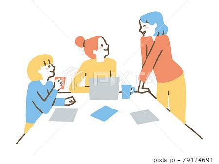 会社で談笑する女性たち 79124691