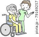女性看護師と車いすに乗ったシニア男性患者 79169257