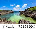 沖縄県宮古島、伊良部島の磯・日本 79198998