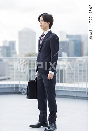 リクルートスーツの若い男性 就活 新入社員 79214306