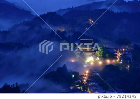 吉野山の雲海 79214345