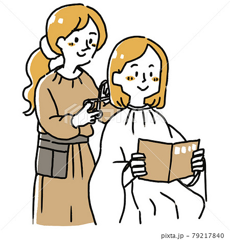 女性の髪を切る美容師 79217840