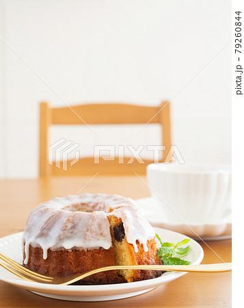 クグロフケーキと紅茶 79260844