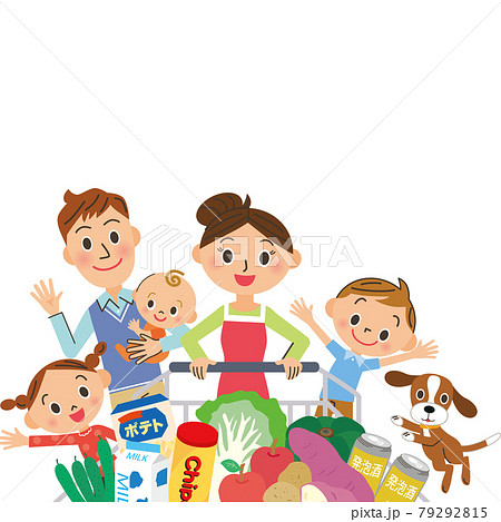 スーパーで食材を購入する親子 79292815