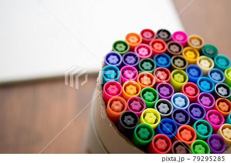 カラフルなペン マーカー 79295285