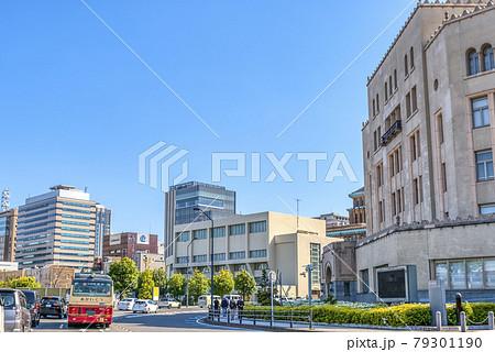 横浜の都市風景 あかいくつバス 79301190
