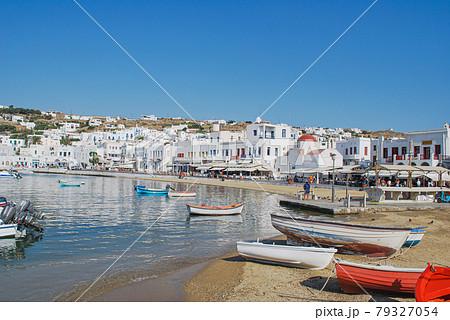 【ギリシャ】ミコノス島の海辺 79327054
