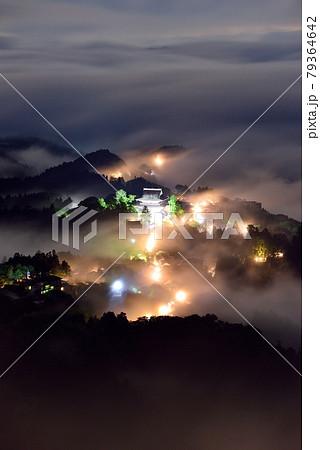 吉野山の雲海 79364642