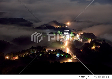 吉野山の雲海 79364643