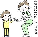 女性看護師と子どもの患者 79371393