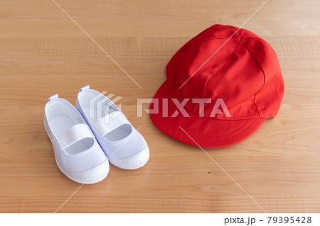上靴と赤白帽子 79395428