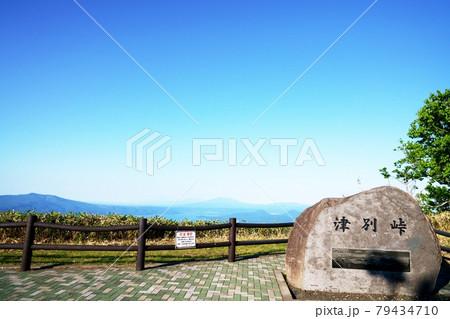 初夏の津別峠展望台から見た屈斜路湖 北海道 79434710
