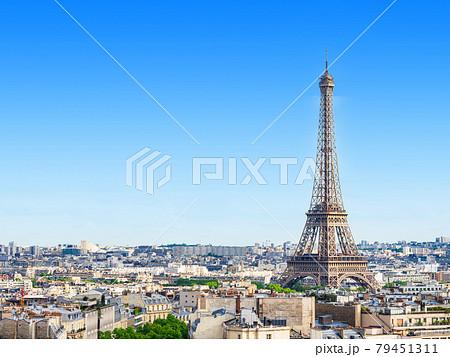 パリ 凱旋門から眺めるエッフェル塔 79451311