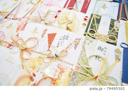 たくさんのご祝儀袋 結婚祝い 79495502