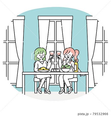 仕事帰りにレストランで食事をする女性たち 79532966