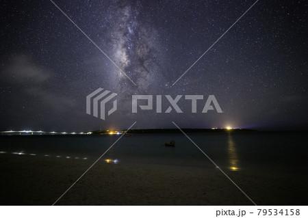 《沖縄県 宮古島》与那覇前浜から見上げる天の川 79534158