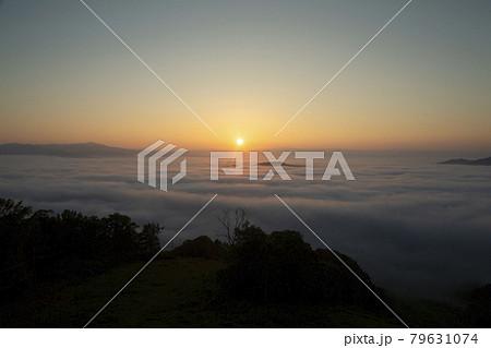雲海と日の出 79631074