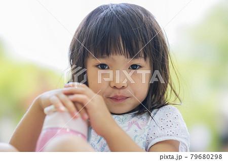 かわいい5才の女の子 79680298