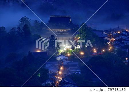 吉野山の雲海 79713186