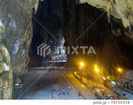 ヒンズー教の聖地 バツー洞窟の内部 79750358