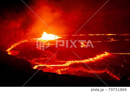 ダナキル砂漠エルタアレ火山の溶岩湖 79751866