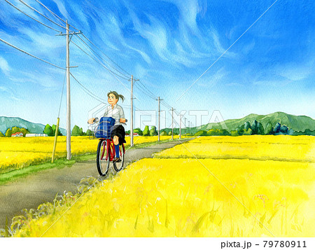 秋の田舎道を自転車で走る女子高生 79780911