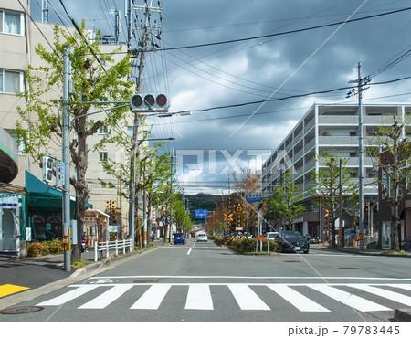 修学院駅の近く、踏切のある北山通 79783445