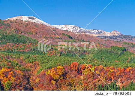仁田沼から望む吾妻連峰の三段紅葉 79792002