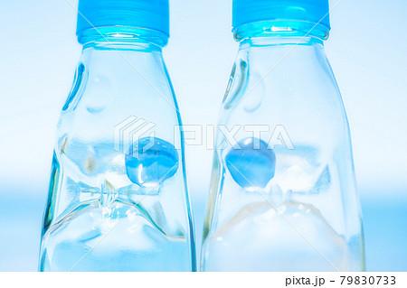 青い空とラムネ瓶 79830733