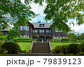 旧古河庭園の洋館と若葉に新緑 モミジ 79839123