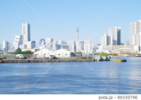 横浜出田町ふ頭から眺めたみらい地区の景色 80330796