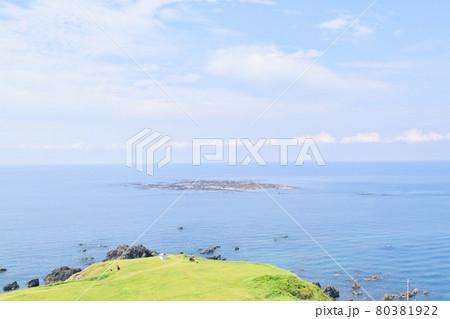 男鹿半島 入道崎から見た海 80381922