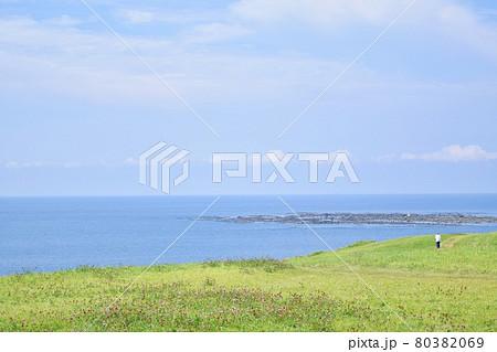 男鹿半島 入道崎から見た海 80382069