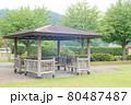 公園内の休憩所 80487487