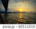 福岡市箱崎ふ頭からの夕日 80511010