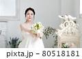 ブライダルイメージ ウェディングドレスを着た花嫁 80518181