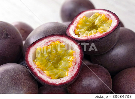 Close up of fresh passion fruits 80634738