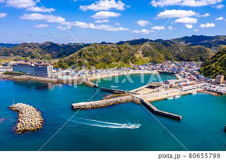 小湊港と小湊漁港(千葉県鴨川市) 80655799