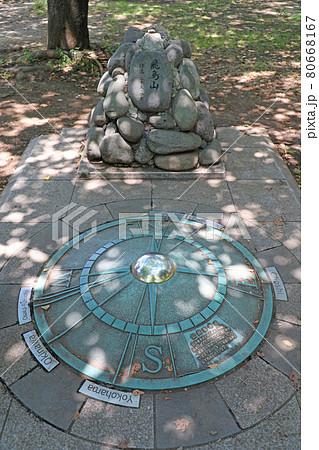 飛鳥山公園の山頂モニュメントと公共基準点 80668167