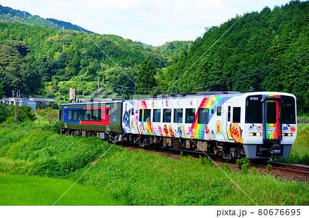 検査のためN2000系とペアを組む宇和海アンパンマン列車 80676695