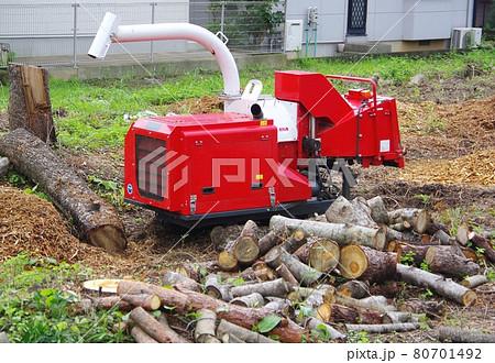 自走式樹木粉砕機 枝を粉砕する機械 80701492
