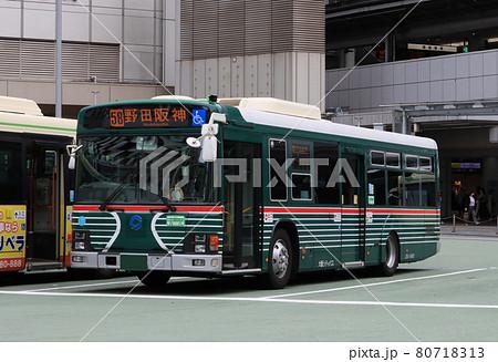 大阪駅前の大阪シティバス レトロ色 80718313