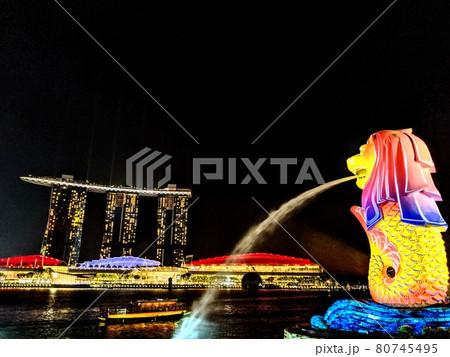 シンガポール マリーナベイサンズとマーライオン 80745495