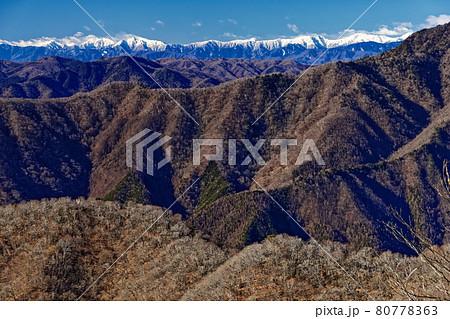 雲取山稜線・石尾根縦走路から見る南アルプスの山並み 80778363