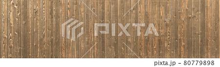 木目が見える横長の板塀の背景画像 80779898